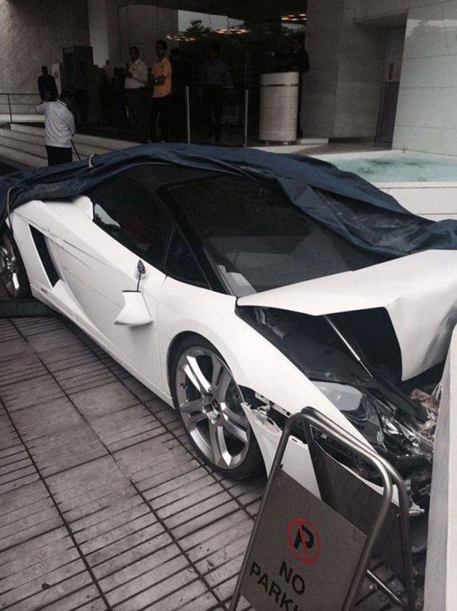 Lamborghini-Crash-002