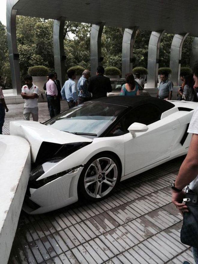 Lamborghini-Crash-003