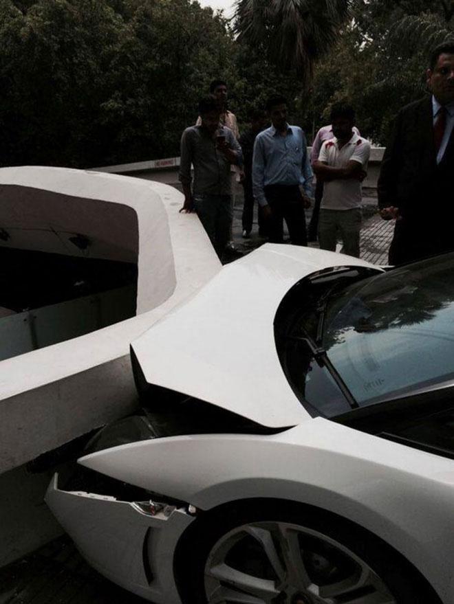 Lamborghini-Crash-004