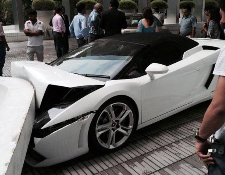 Lamborghini-Crash