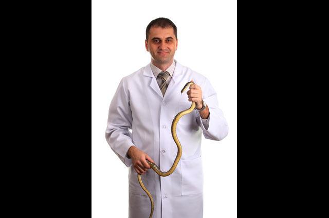 doctor-eating-wild-snakes
