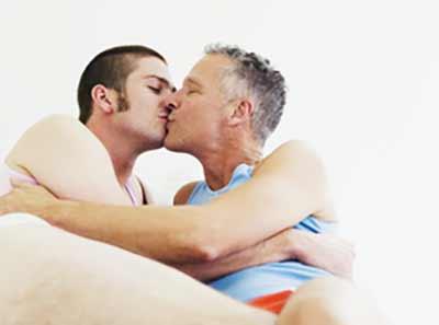 gay-kissing4-sized
